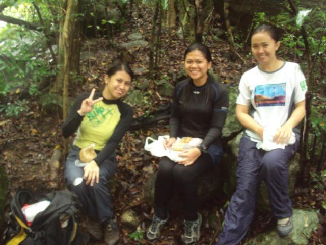 The brave women to experience wet and wild adventure during our packed lunch.