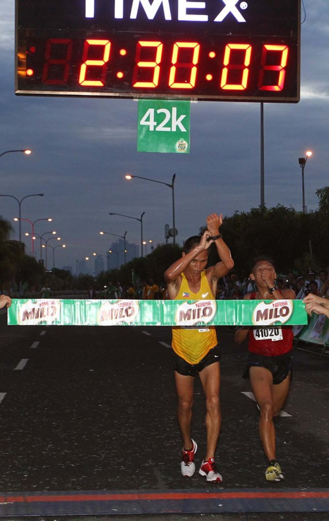Eric Panique outlasts Irineo Joaquin in heated bid for the 37th National MILO Marathon finale post