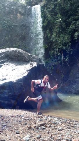 Kalongkong Hiker pose